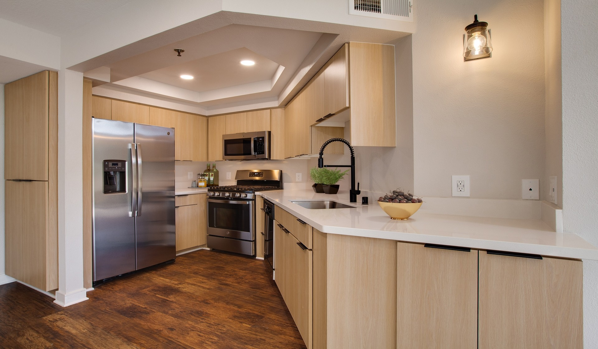 Broadcast Center Apartments in Los Angeles, CA - Upgraded Kitchen